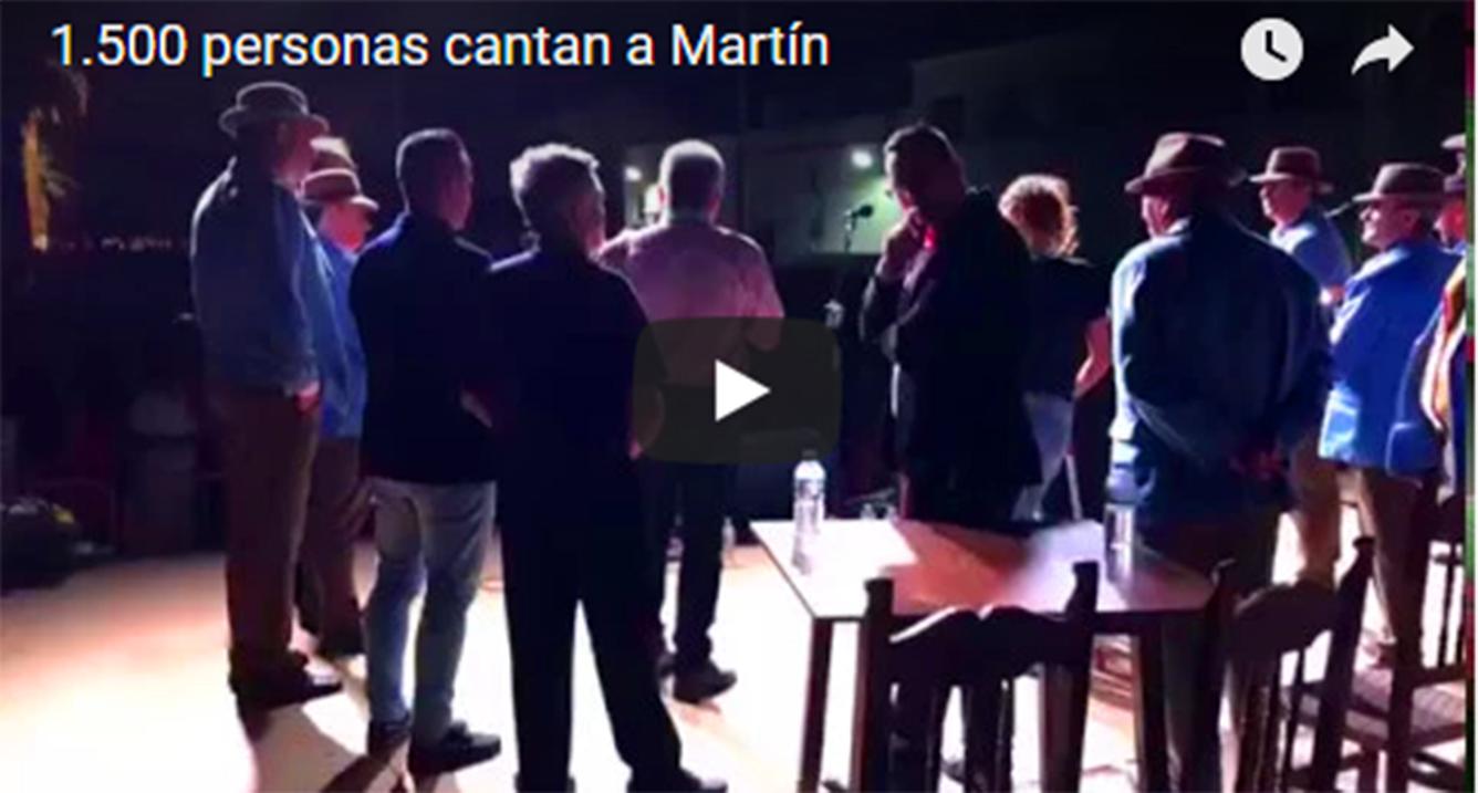 1.500 personas cantan el pasodoble de Capricho Andaluz en homenaje a Martín