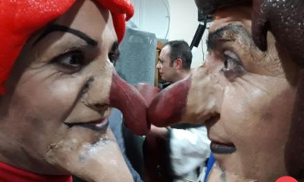 Pasodoble de la Chirigota 'Erase una vez    la chirigota' en camerinos del Falla